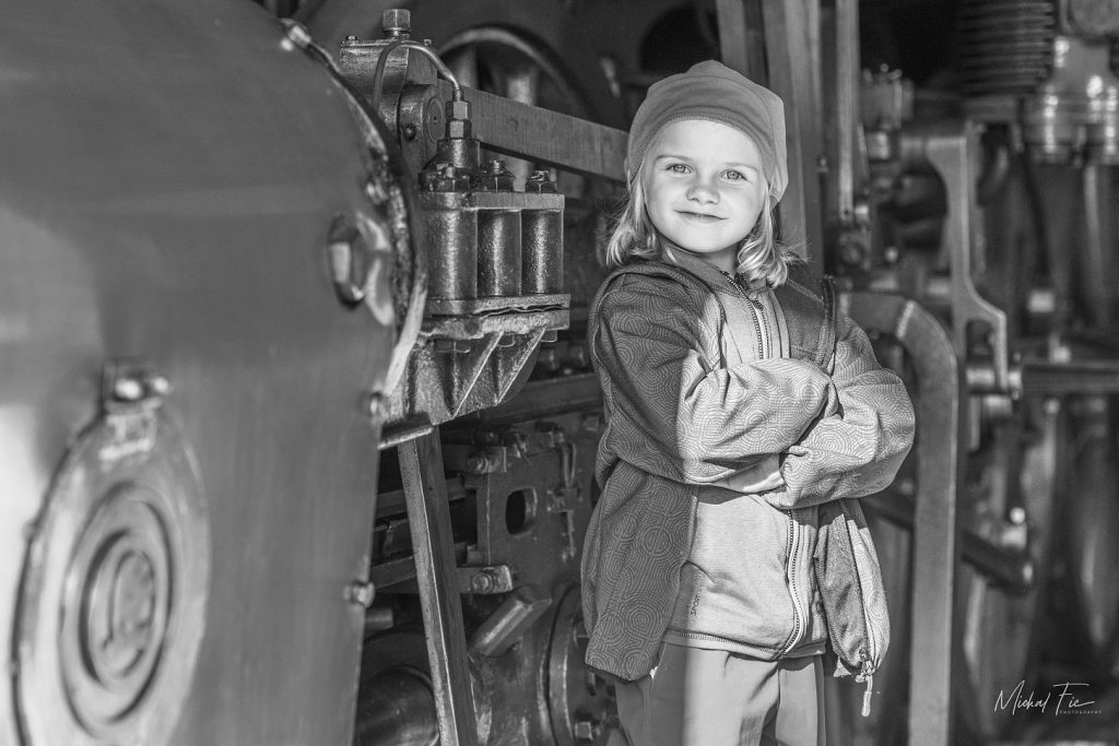 Holčička s lokomotiva